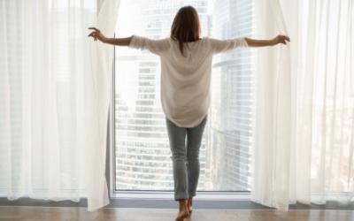 Hogyan mossuk a függönyöket, hogy sokáig hófehérek maradjanak